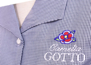 お客様のシャツのロゴ刺繍。「玉之浦(たまのうら)つばき」