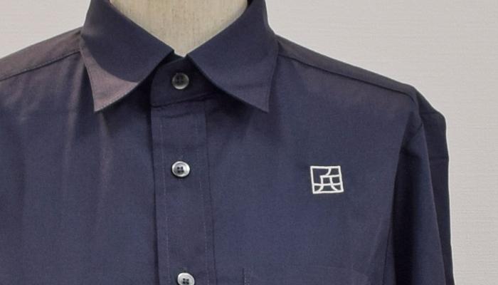味の兵四郎様シャツへのロゴ刺繍